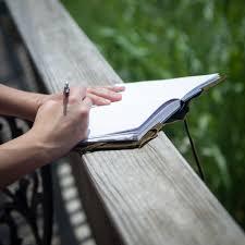 Contoh Teks Deskripsi Sugestif tentang Gedung Sate