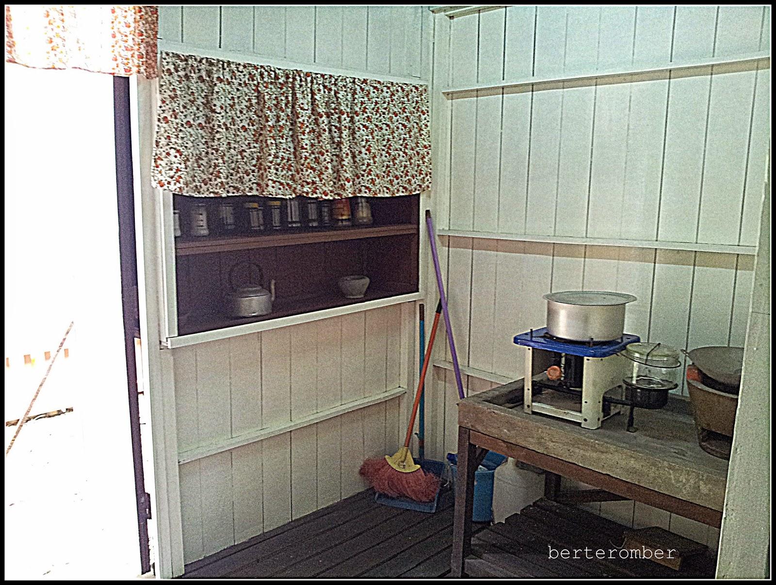 Ini Ruang Dapur Nostalgia Betul Nampak Minyak Tanah Tu Zaman Mana Ada Gas Karen Lagilah Tak Pernah Termimpi