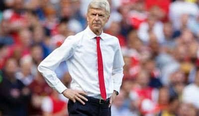 ​Arsene Wenger watching the action