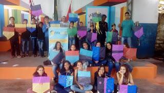 Prefeitura de Miracatu realiza oficina de pipas na E.E. de Biguá