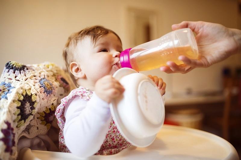 Benefícios do Chá de Camomila Para Bebês: Pode Fazer o Bebê Dormir?