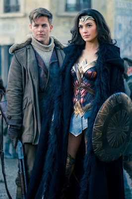Steve Trevor (Chris Pine) et Diana (Gal Gadot) dans Wonder Woman
