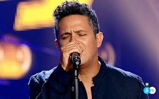 Equipo Alejandro canta Cuando Nadie me ve