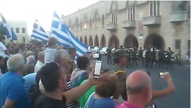 Δείτε τι έγινε στην Ρόδο μόλις η στρατιωτική μπάντα έπαιξε το «Μακεδονία Ξακουστή»
