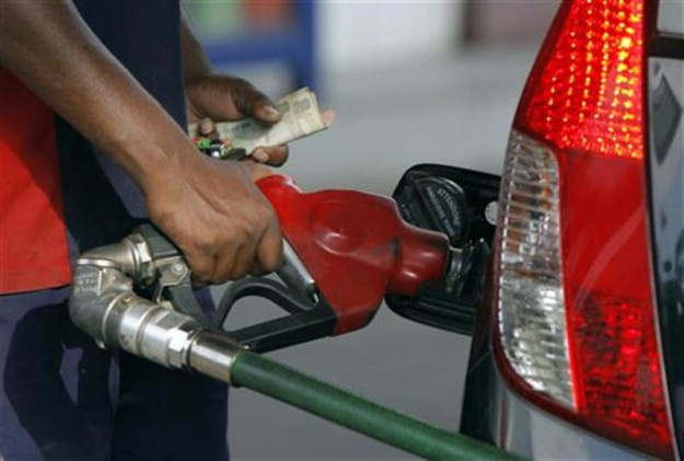 पेट्रोल 1.34 और डीजल 2.37 रूपये प्रति लीटर महंगा