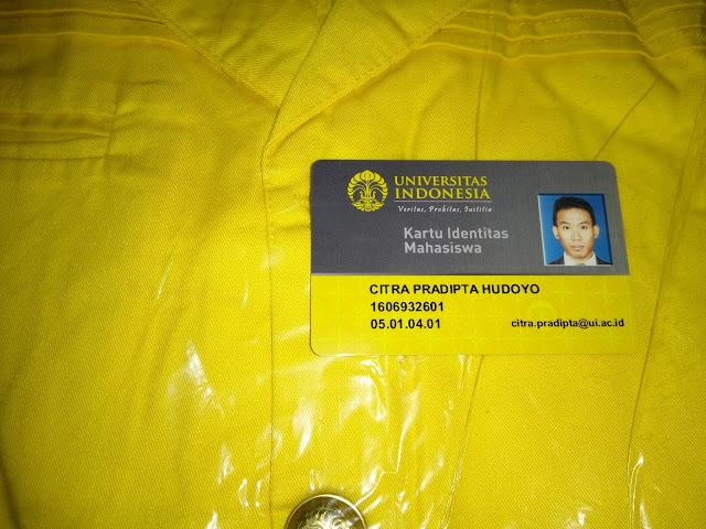 Jaket Almamater dan Kartu Identitas Mahasiswa UI