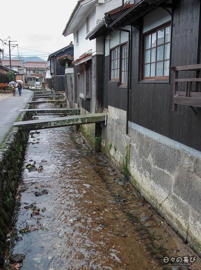 rivière Tama et passerelles en pierre