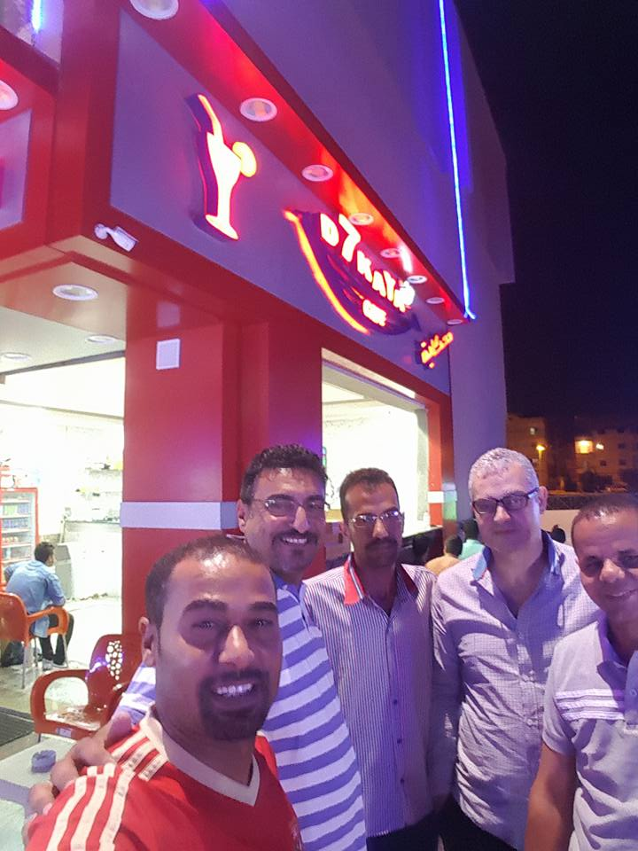 متابعة الجماهير المصرية لمبارة الزمالك والوداد المغربي