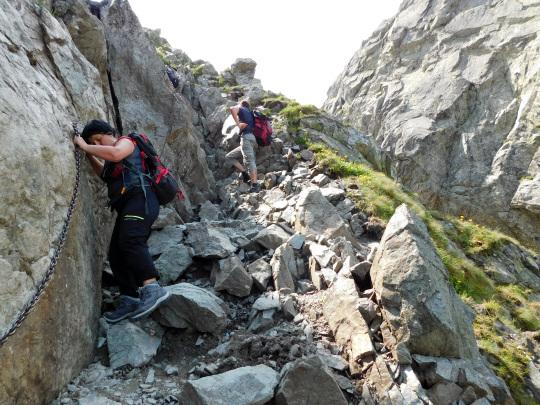 Początek zejścia z przełęczy Zawrat.