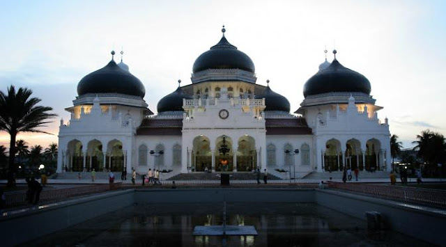 Baiturrahman Mosque in Banda Aceh, become Halal Travel Attractions