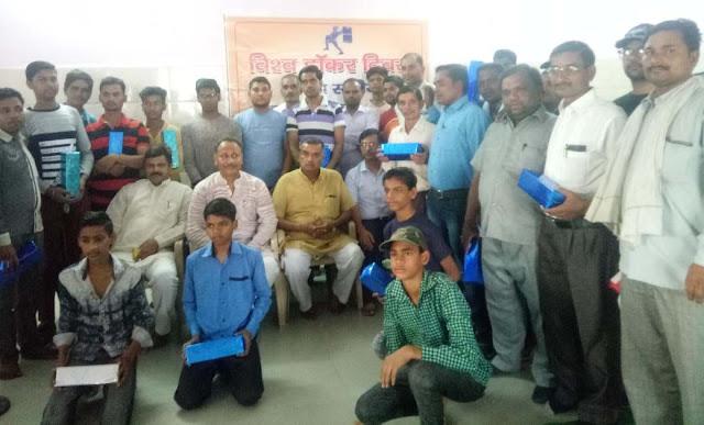 Union Promotions Department Ballabgarh honored Karmiyogi on World Hawker Day