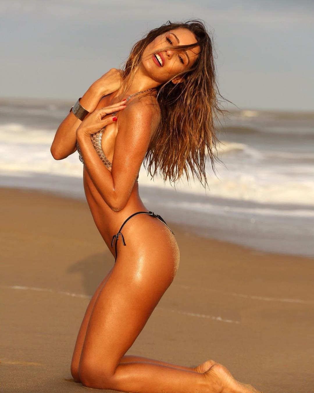 Cleavage Nude Vanessa Perroncel naked photo 2017