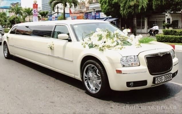 Cho thuê xe cưới Lincoln Limosine màu trắng