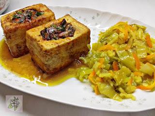 Tofu Relleno al Estilo Chino Acompañado de aArroz con Col. Receta Vegana.