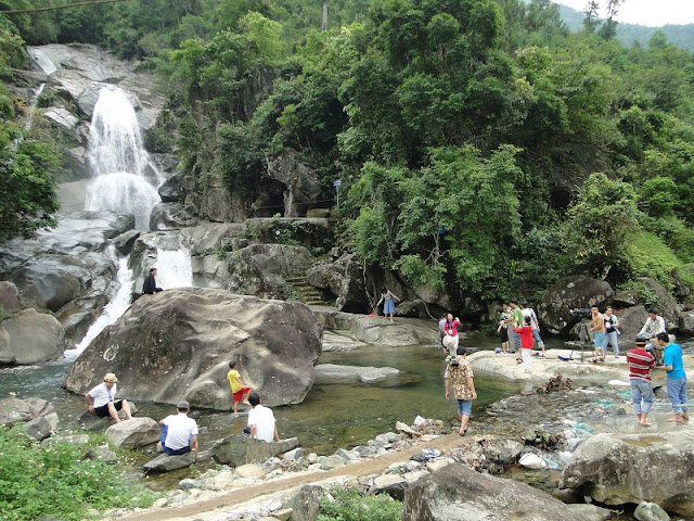 Khe Van Waterfall: serenity and adventure 2