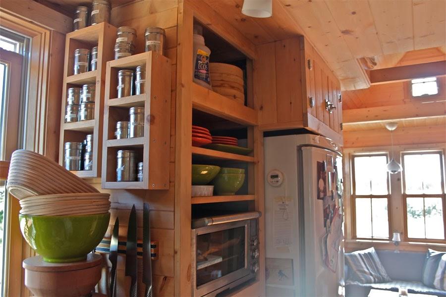 Tiny Home Designs: BOISERIE & C.: Piccola Cucina Aperta Sul Soggiorno
