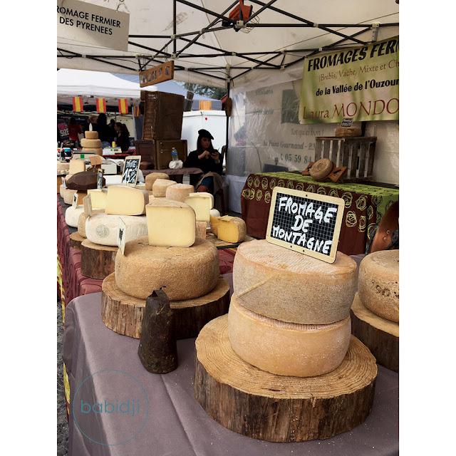fromage de brebis basque sur un étale à la fête du piment à Espelette