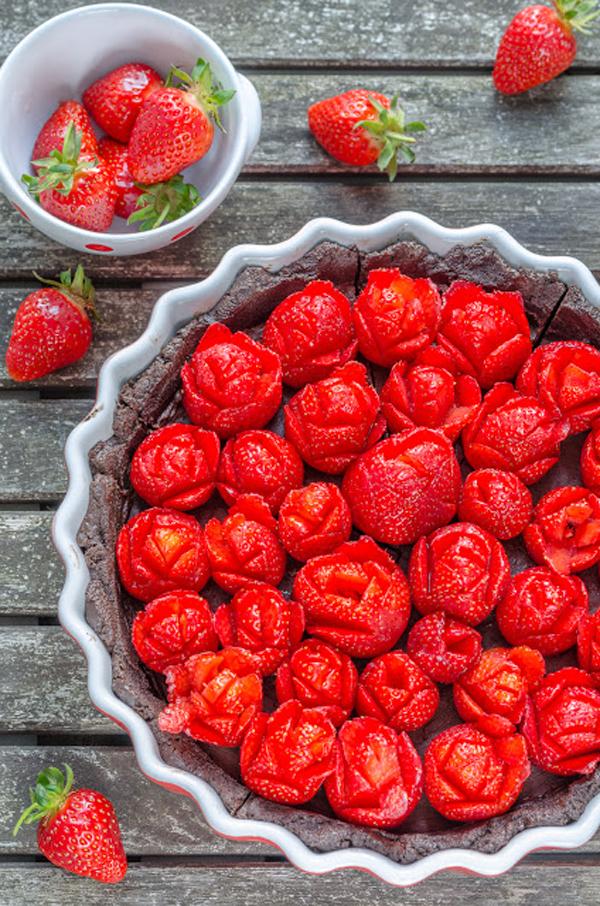 no bake Oreo Chocolate Tarte mit Erdbeerrosen