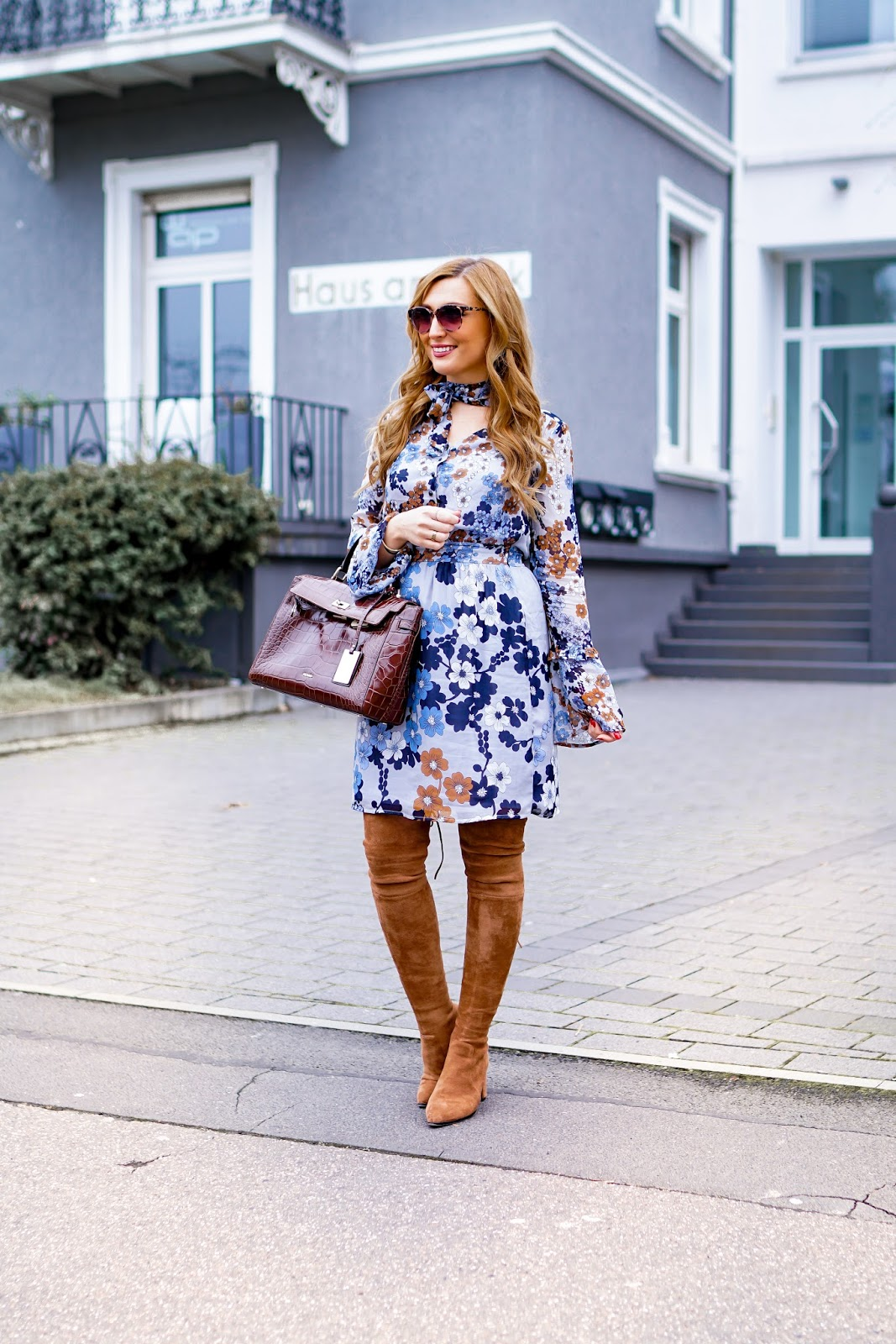 Deutsche-Fashionblogger-blumenprint-kleid-must-have-für-den-frühling-moreandmore-kleid-im-60er-style-picard-tasche-fashionstylebyjohanna