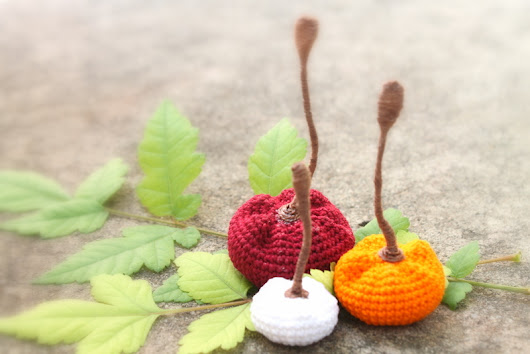 How to Crochet Tiny Pumpkins for Halloween (Free Pattern)