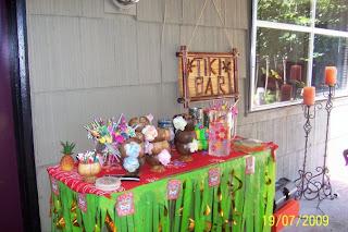 Hawaiian party, summer party, tiki bar, backyard party