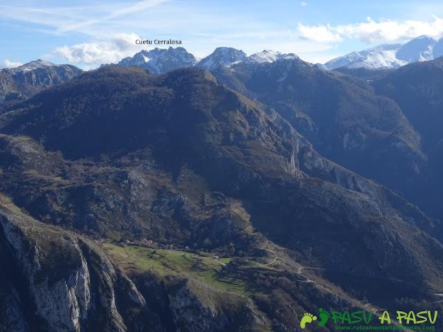 Sierra de Juan Robre: Vista del Cueto Cerralosa