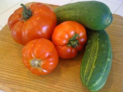 cara menyimpan mentimun dan tomat di kulkas