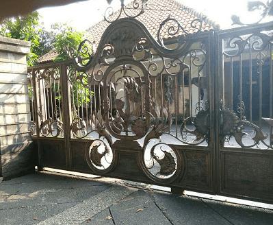 pagar rumah tinggi