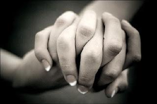 कब याद मे तेरा साथ नहीं, कब हाथ में तेरा हाथ नहीं साद शुक्र की अपनी रातो में अब हिज्र की कोई रात नहीं