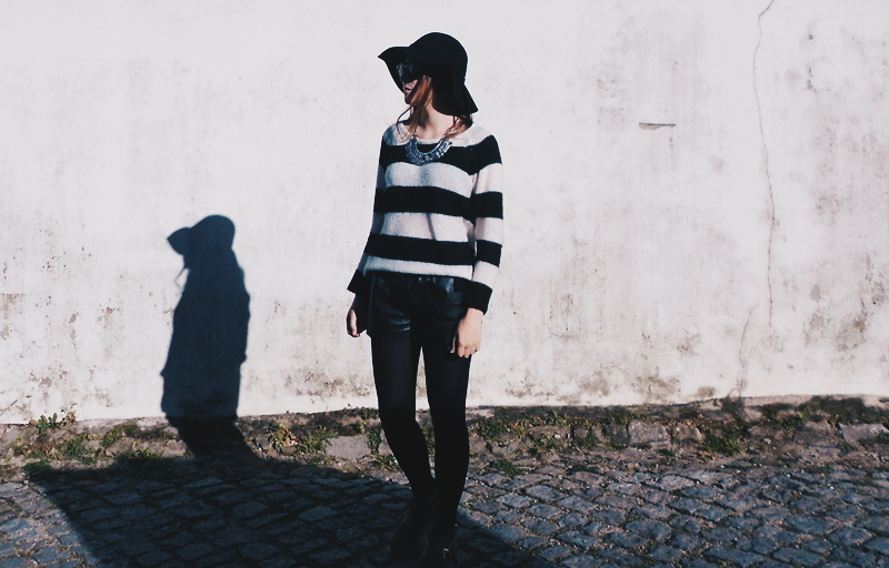 OOTD \ Cozy sweater & leather shorts