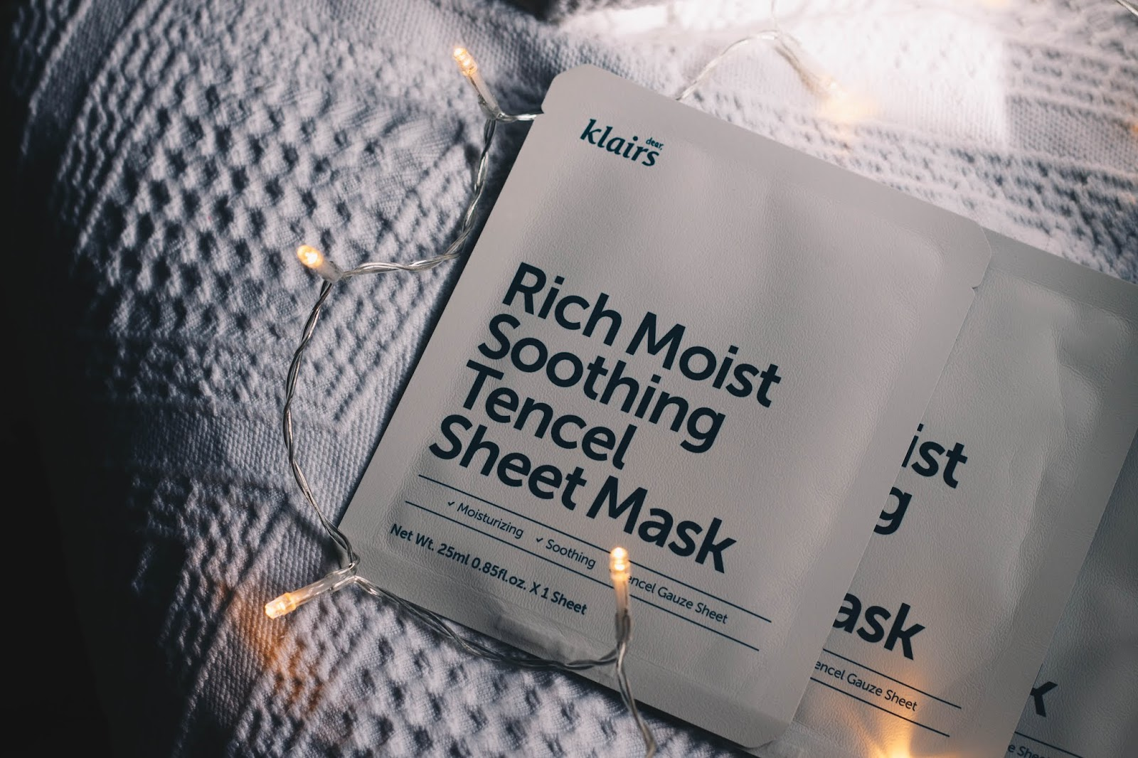 Klairs is becoming one of my favorite Korean brands, and this time I tried a soothing and moisturizing sheet mask. It's formulated with aloe vera, panthenol, hyaluronic acid and other moisturizing ingredients to energize and moisturize the skin. Klairs respects the beauty of the environment and animals, and as such, this is a vegan mask (not all the brand's products are, but this is a 100% cruelty-free brand). Click to read more!