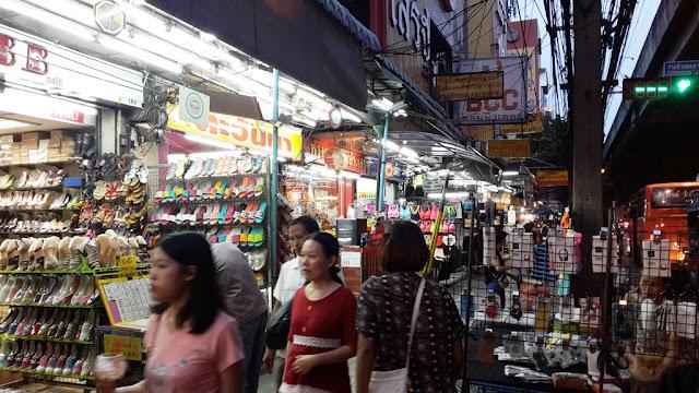 Pasar Malam di Ramkhamhaeng Bangkok