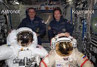 Astronot ve kozmonotlar yan yana