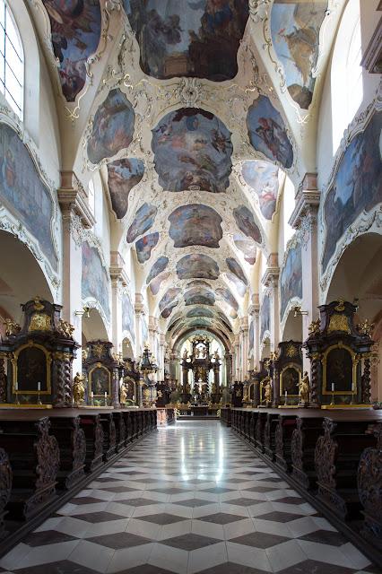 Interior del Monasterio :: Canon EOS5D MkIII | ISO800 | Canon 17-40@17mm | f/5.0 | 1/25s