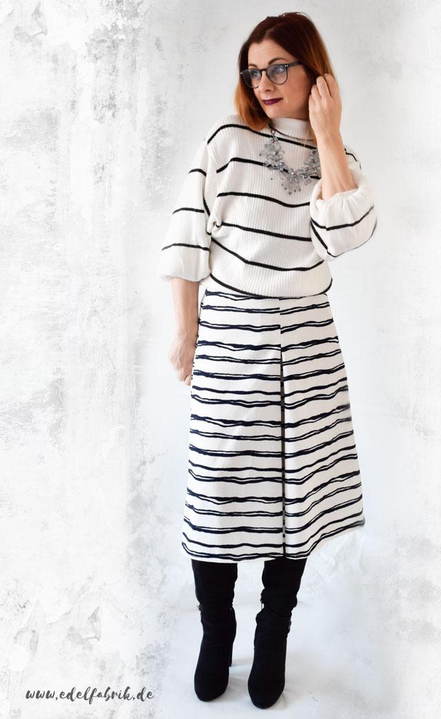 die Edelfabrik, gestreifte Culotte und gestreifter Pullover in Schwarz Weiß