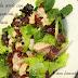 Ensalada verde con gambas, atún y pasas, sencilla pero deliciosa