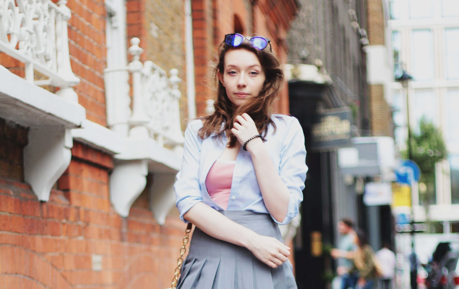 how to style blue and white striped shirt