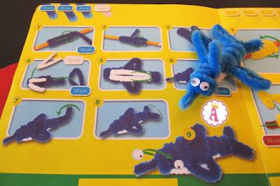 Веселый дельфин из синельной проволоки