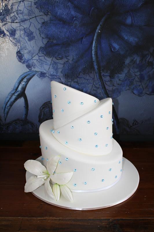 Sandy S Cakes Emily S Topsy Turvy Wedding Cake
