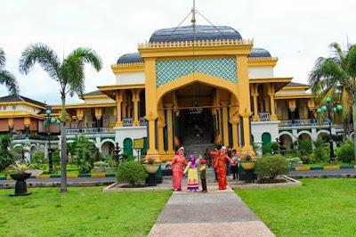 Wisata Istana Maimun