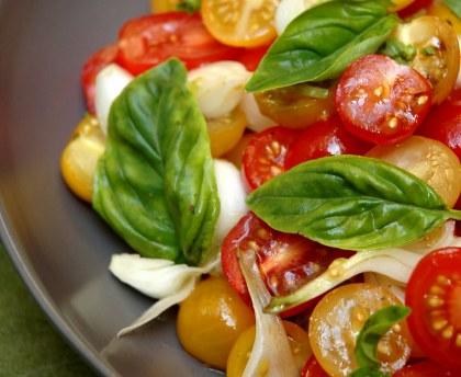 Cherry tomato salad with fresh onions
