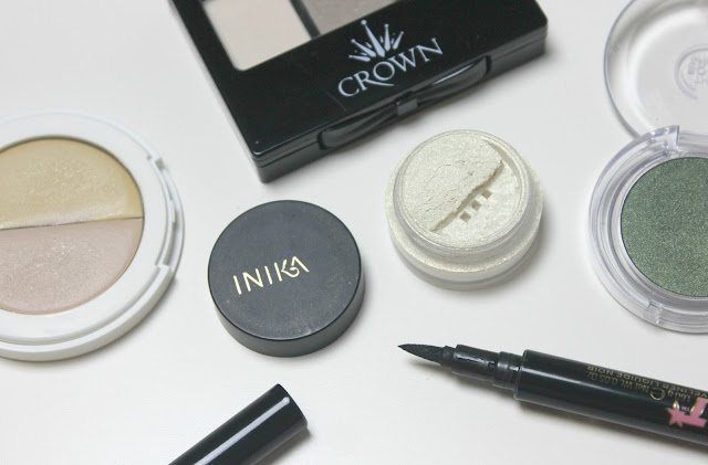 A picture of Inika Mineral Eyeshadow Gold Dust