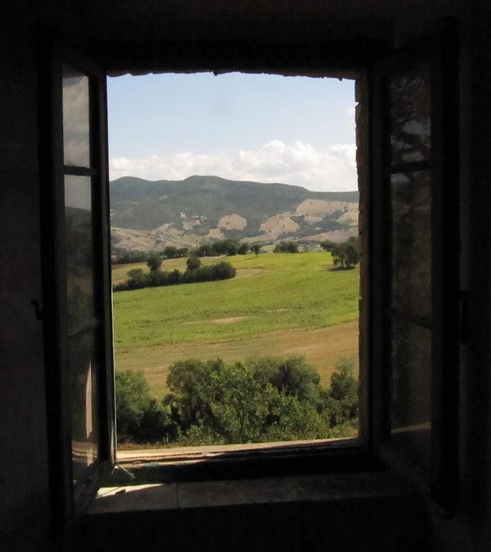 Tracce minime quando dalle finestre chiuse entravano il vento e la pioggia - Finestre condominiali aperte o chiuse ...