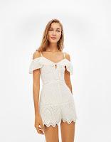 https://www.bershka.com/be/nl/dames/kleding/uitverkoop-tot--50%25/korte-jumpsuit-met-zwitsers-borduursel-c1010233023p101070006.html?colorId=712