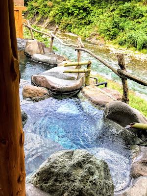 【北西に吉方位旅行】インスタ映えまちがいなしの清津峡!渓流沿いの露天風呂で生き返る~