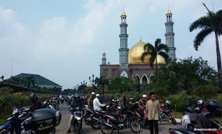 Lahan Parkir Masjid Kubah Emas