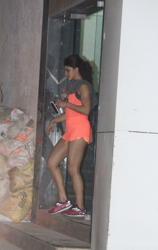 Jacqueline Fernandez Spotted at Gym In Khar