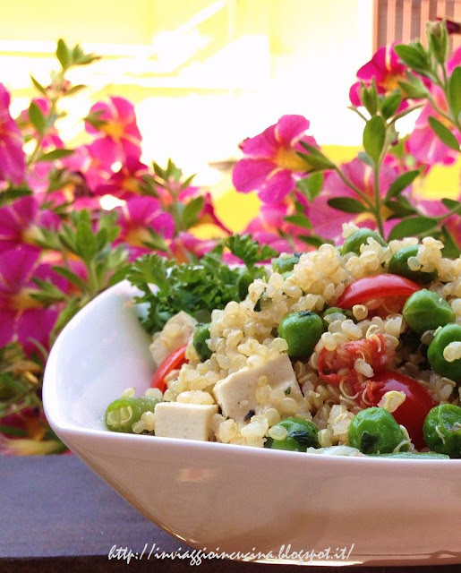 Quinoa tiepida con piselli, fagiolini e tofu