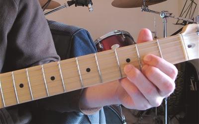 Vị trí đặt ngón tay chuẩn khi chơi Guitar