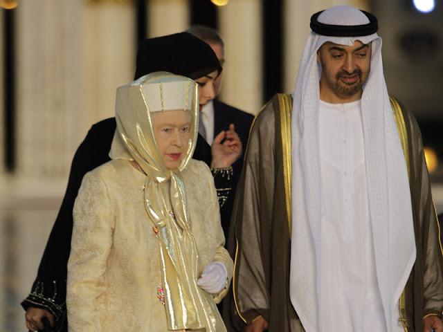 http://2.bp.blogspot.com/-kD-B2jQZjCM/TZqPpRQAgKI/AAAAAAAACZo/riFxHqHM7VQ/s1600/100320_ratu-elizabeth-ii-mengenakan-kerudung-mengunjungi-masjid-di-abu-dhabi.jpg